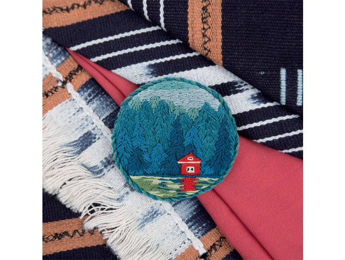 Brooch. A hut by the lake Embroidery Kit фото 1