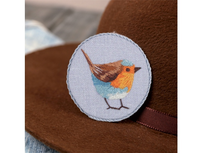 Robin Brooch Embroidery Kit фото 1