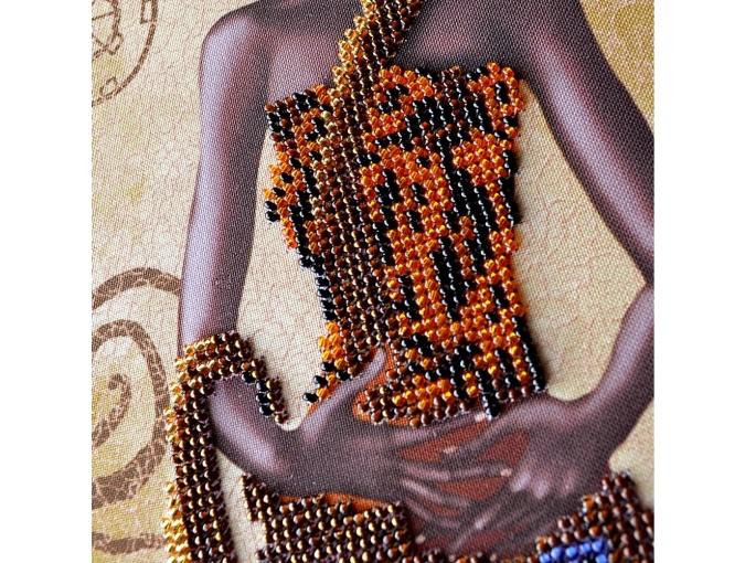Mysterious African Woman Bead Embroidery Kit фото 5